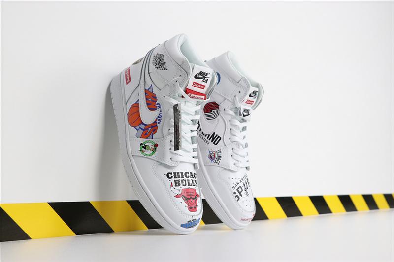 16cf875f75ec16a43b838940bb5071f7 - Air Jordan 1 喬丹1代三方聯名NBA白塗鴉 高筒 休閒運動鞋 白色 熱銷推薦❤️