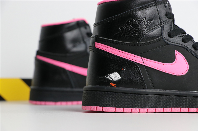 521059866d587ffd812d6d4d8c55cacd - Air Jordan 1 喬丹1代 黑粉 鴿子刺繡 高筒 休閒運動鞋 時尚 百搭 熱銷推薦❤️