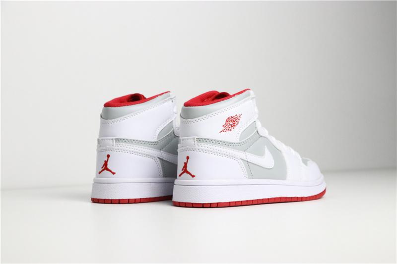 7f39a837d14d7f572e2c47f18cc4fee1 - 喬登1代高幫童鞋系列 Air Jordan 1 喬1白灰 28-35
