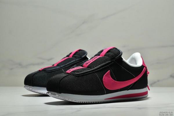 a08fa9a1475b77e4c80eac711b470c08 - Nike Cortez Kenny IV 110E2022聯名 全新阿甘一腳蹬設計 運動休閒慢跑鞋 女鞋 黑桃紅