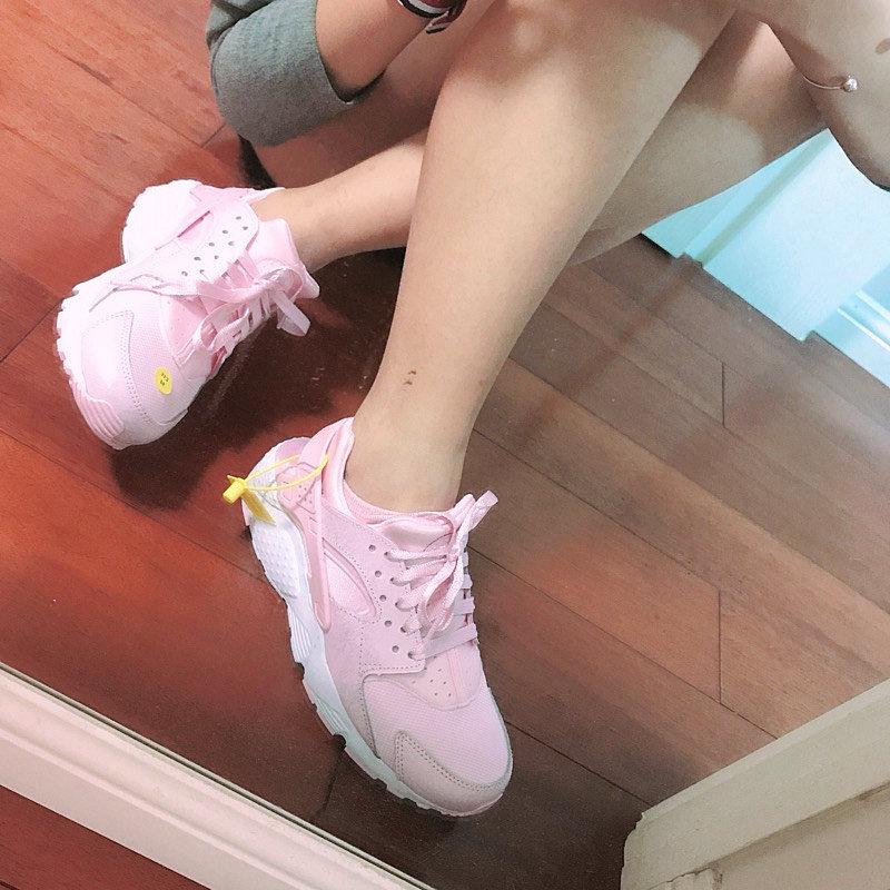735c84f9ffbd2f6fb1fe95494ffb2fe5 - 女神鞋 Nike Air Huarache Run Premium 華萊士 復古 慢跑鞋 夢幻粉 904538-600