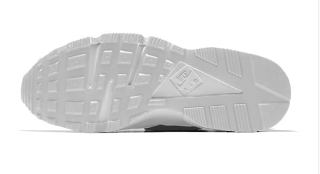 819b659d8a4e89e9d687f126155c5ca2 - NIKE AIR HUARACHE RUN Triple Black 一代黑武士 運動鞋 黑魂 休閒鞋 慢跑鞋 情侶 全白