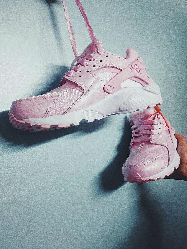 fee5a41f34b3ab799c2c629f25b1ac6f - 女神鞋 Nike Air Huarache Run Premium 華萊士 復古 慢跑鞋 夢幻粉 904538-600