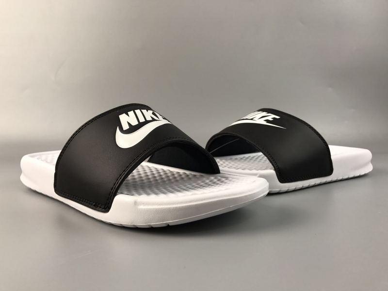 10a534330f91089b4cdcea909bde0c82 - Nike Benassi Swoosh  黑白 白勾 防水 防滑 情侶款 時尚 百搭