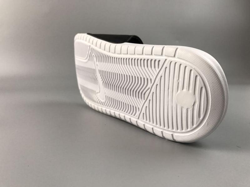 18db4d2085f2b07035516ee05be87e22 - Nike Benassi Swoosh  黑白 白勾 防水 防滑 情侶款 時尚 百搭