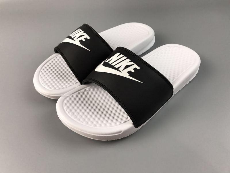 2acfdb98cf055a66452d58d259fb50c3 - Nike Benassi Swoosh  黑白 白勾 防水 防滑 情侶款 時尚 百搭