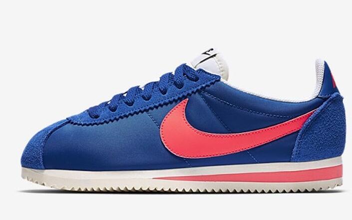 7d7c03d24f8f1e2d4bdc7dc5e329356a - NIKE CLASSIC CORTEZ NYLON女子板鞋 藍粉 經典 休閒時尚749864-011-201-606