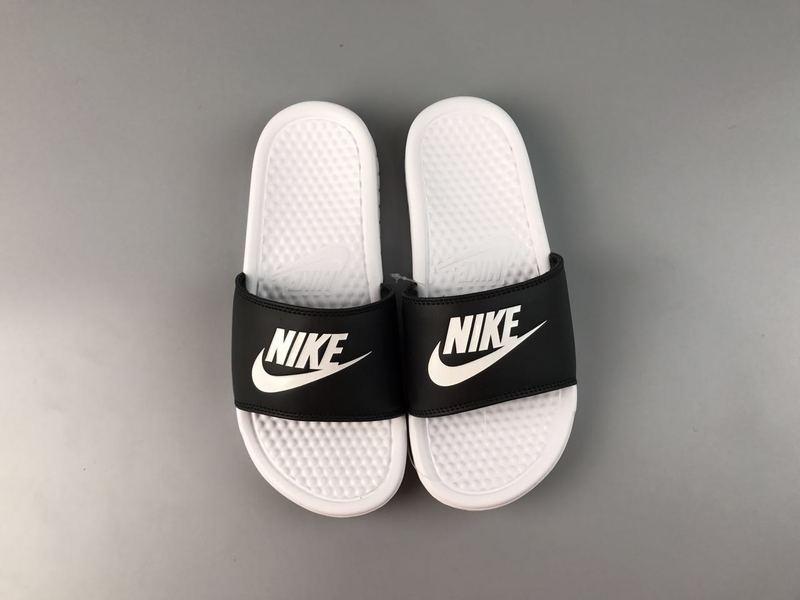 c302ae2ea75c35c2b6e05d1266fd8428 - Nike Benassi Swoosh  黑白 白勾 防水 防滑 情侶款 時尚 百搭