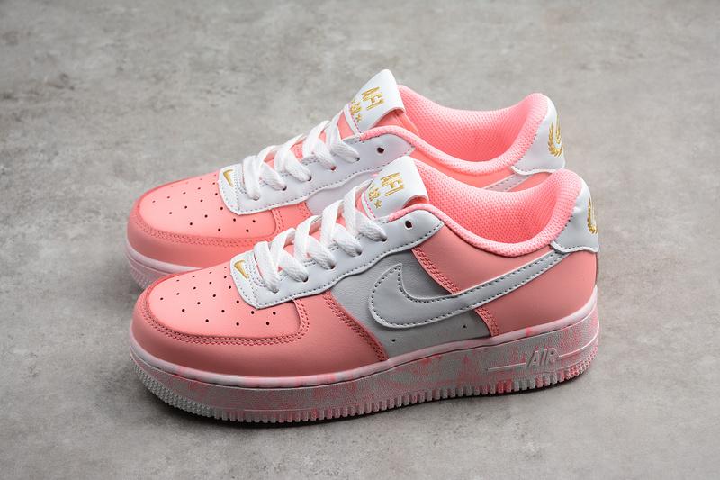 a632b1a0b050269a713857bd1e4a2402 - Nike Air Force 空軍一號 低幫 休閒板鞋 粉白色 時尚 百搭-現貨秒殺❤️