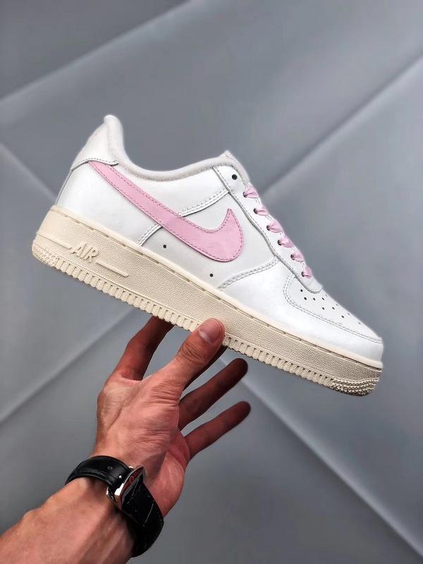 ccef0c137a08e5fbc6fa8db9c25d6665 - Nike Air Force 1 空軍一號 低幫 女款 白粉 綢緞 經典 休閒板鞋-熱銷推薦❤️