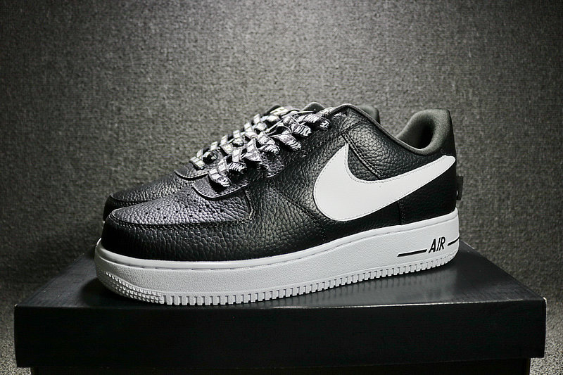 88e2952d6d74873f00a0adb119608989 - Nike Air Force 1 空軍壹號 經典 黑白 男鞋 823511-007