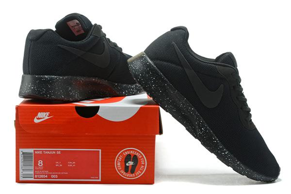 2f60d8960fd6942fb8e273351b8aa49a - WMNS NIKE TANJUN 慢跑鞋 休閒鞋 黑 情侶鞋 黑勾 812655