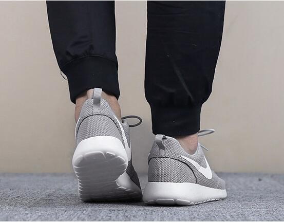 c64a5fd72228182a2ca52141cd875da8 - Nike 男鞋2018新款運動鞋ROSHE ONE低筒 輕便 休閑跑步鞋511881