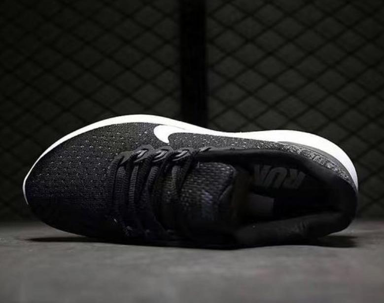 ed7d78455f72890e553ca0765204af2b - Nike LUNARGLIDE 9 登月9代斜線 黑深灰
