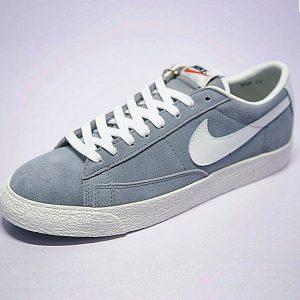 7107cd4c65aa4817 300x300 - 男女鞋Nike Blazer Low 經典校園開拓者板鞋 復古淺灰白 488060-010