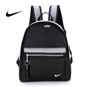 0d504dd53555452e 300x300 - Nike 迷妳後背包 男童 女童 書包 小背包 黑灰色