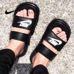 50fd6123767bad84 300x300 - Nike Benassi Duo Ultra Slide雙帶潮流拖鞋 黑白 情侶款 沙灘拖鞋 防滑 819717-010