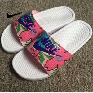8303df1a6074a9f6 300x300 - Nike Benassi Print 女神花卉 拖鞋 印花 女款 防水 防滑 時尚 百搭