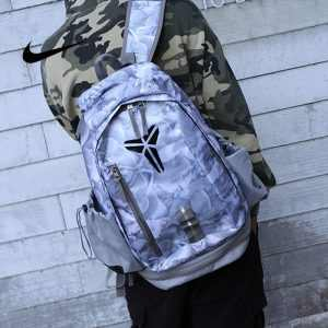8746c86c3874bc3d 300x300 - 羽毛款科比 Nike Kobe 籃球包 大容量 雙肩包 旅行包 學生書包 鞋袋包 灰白 49*27*19