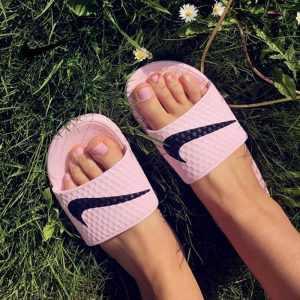 c56deb04e1b8e768 300x300 - Nike Benassi 女神 粉色 大LOGO 沙灘 拖鞋 涼鞋 防水 防滑 時尚 百搭 705475-6013