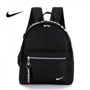 ca677c0f3b368b67 300x300 - Nike 迷妳後背包 男童 女童 書包 小背包 黑白