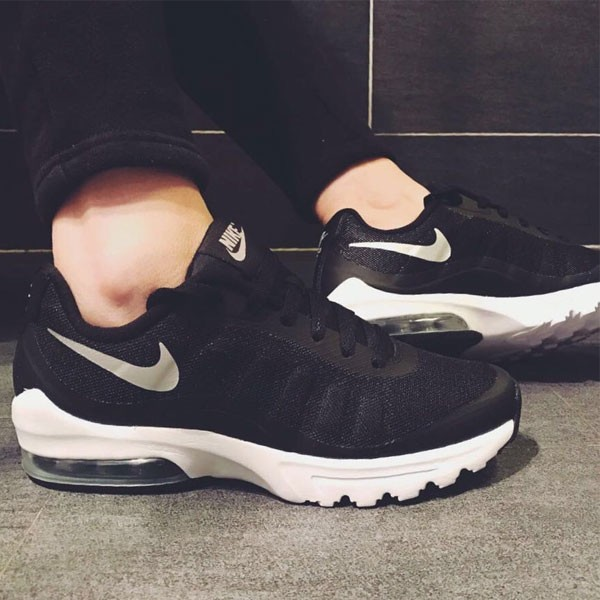Nike Air Max Invigor 半掌氣墊跑步鞋 情侶款 黑白色 休閒 百搭-熱銷推薦❤️