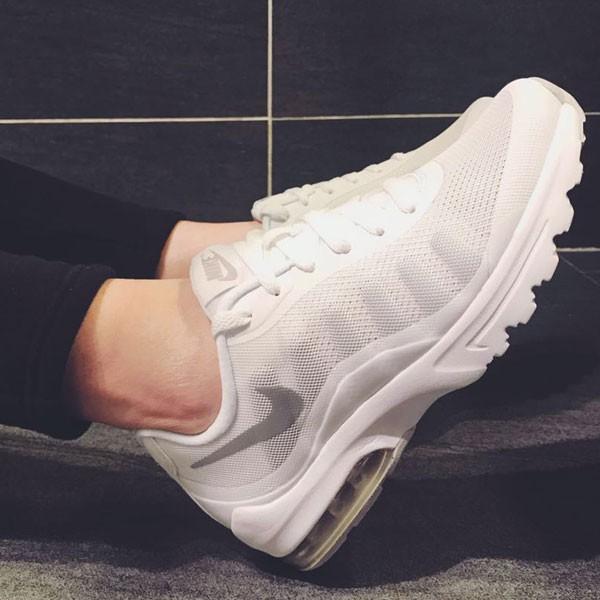 Nike Air Max Invigor 半掌氣墊跑步鞋 情侶款 白色 透氣 舒適-熱銷推薦❤️