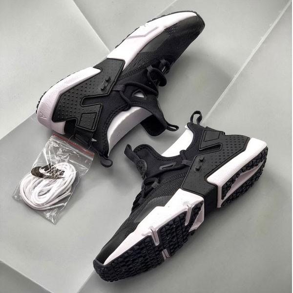 Nike Air Huarache華萊士 甲卡面跑步鞋 黑白色 情侣款-現貨預購❤️