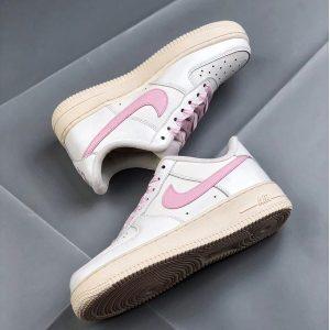 e6c1ea856cc1034f 300x300 - Nike Air Force 1 空軍一號 低幫 女款 白粉 綢緞 經典 休閒板鞋-熱銷推薦❤️