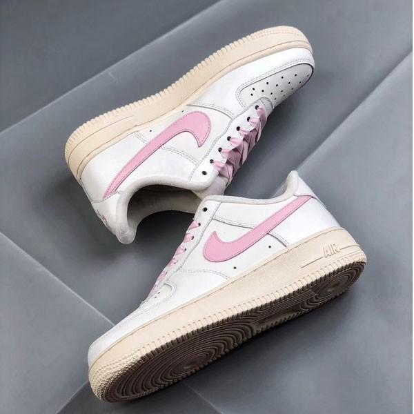 Nike Air Force 1 空軍一號 低幫 女款 白粉 綢緞 經典 休閒板鞋-熱銷推薦❤️