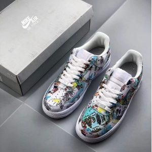 e88c15964cd3e654 300x300 - Nike Air Force 1 Low 翅膀塗鴉 情侶款 休閒板鞋 潮流 百搭-熱銷推薦❤️