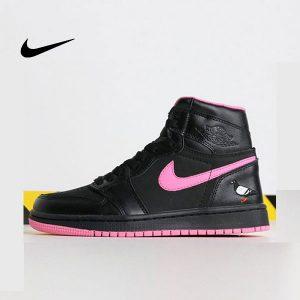 212d2fba5d0ff7a2 1 300x300 - Air Jordan 1 喬丹1代 黑粉 鴿子刺繡 高筒 休閒運動鞋 時尚 百搭 熱銷推薦❤️