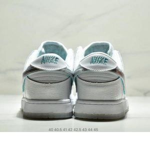 366862a9f3f7c223 300x300 - NIKE SB DUNK LOW PRO QS Diamond Supply Co 男款 白銀月