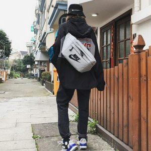 94f4a296c083579b 300x300 - Nike 大胸包 LOGO標誌大容量斜跨包 灰色