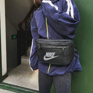 cf4429df0f34f901 300x300 - Nike 大胸包 LOGO標誌大容量斜跨包 黑色