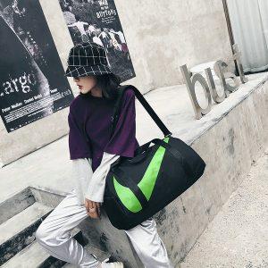 e2c85f06f7ba0410 300x300 - nike包 新款單肩手提包旅行包女健身包男運動包斜挎包 黑綠